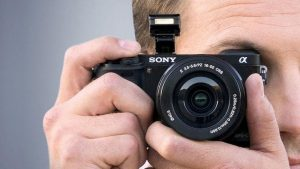 Best mirrorless camera under 50000